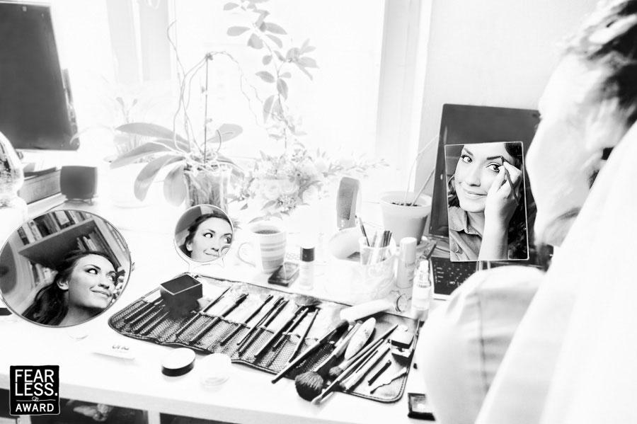 london wedding photographer, preparations, bride put up a make-up