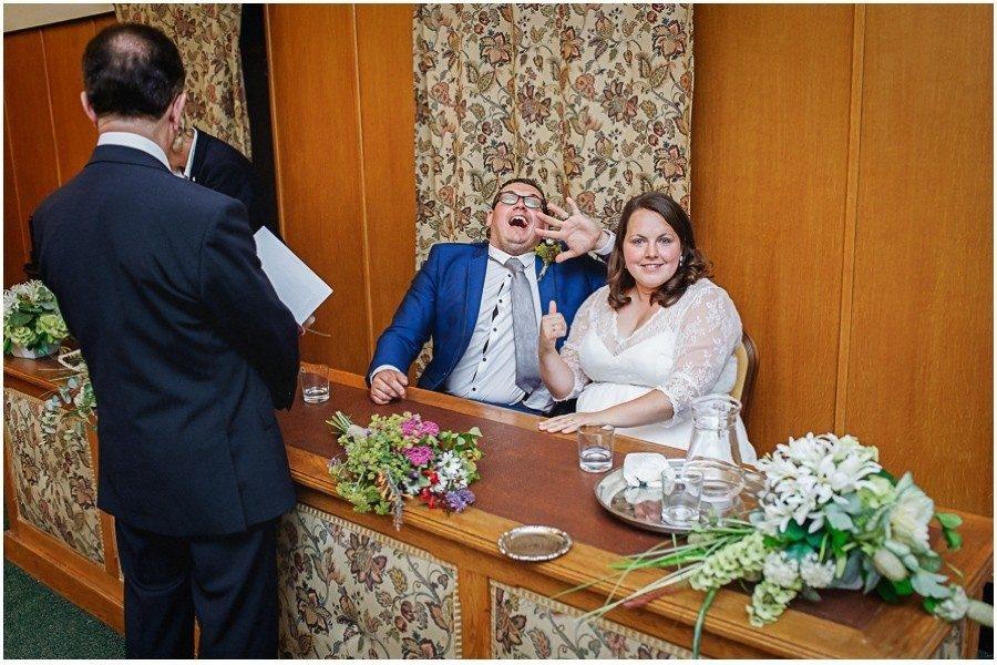 172 900x600 3 900x600 - Manor Gatehouse Dartford wedding Laura&Mike
